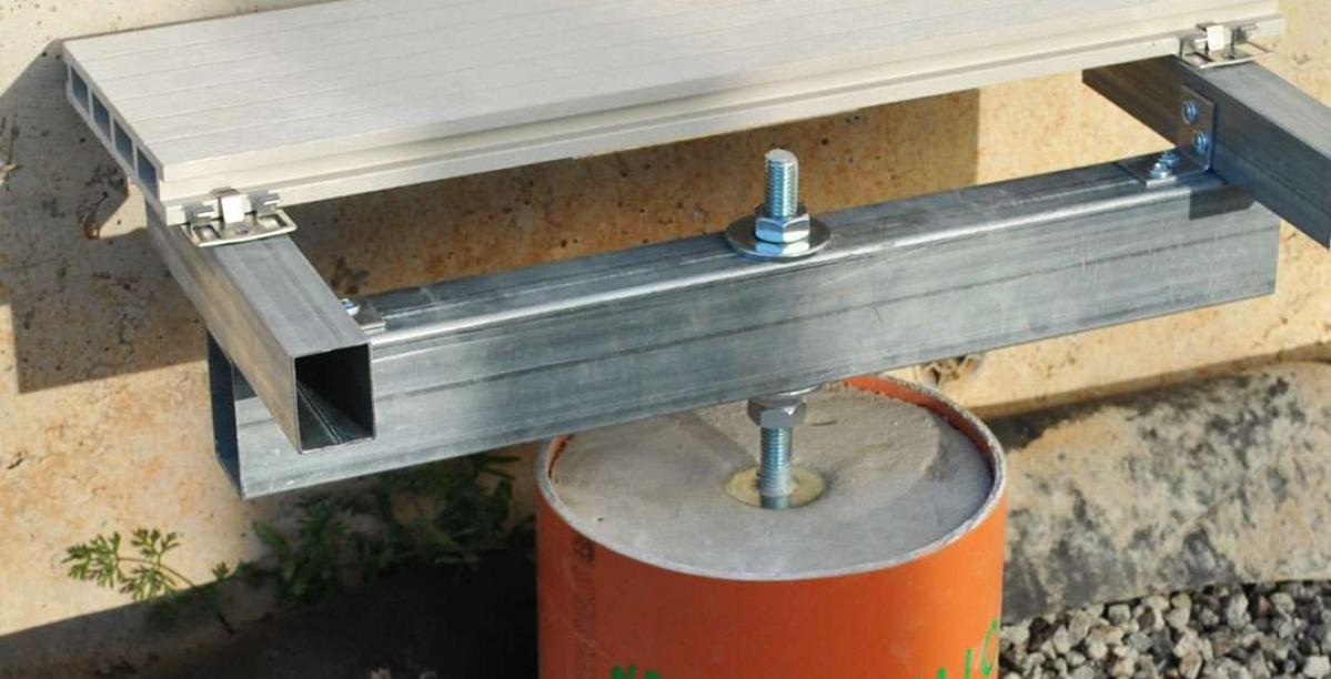 Terasos montavimas ant betoniniu poliu